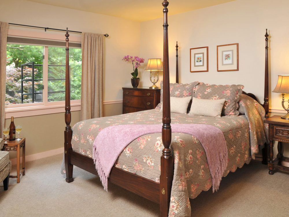 Angell Room with 4-poster bed, floral bedspread, pink throw