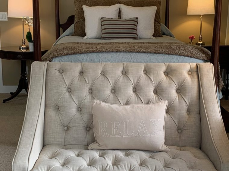 Hotchkiss Room bed with white love seat