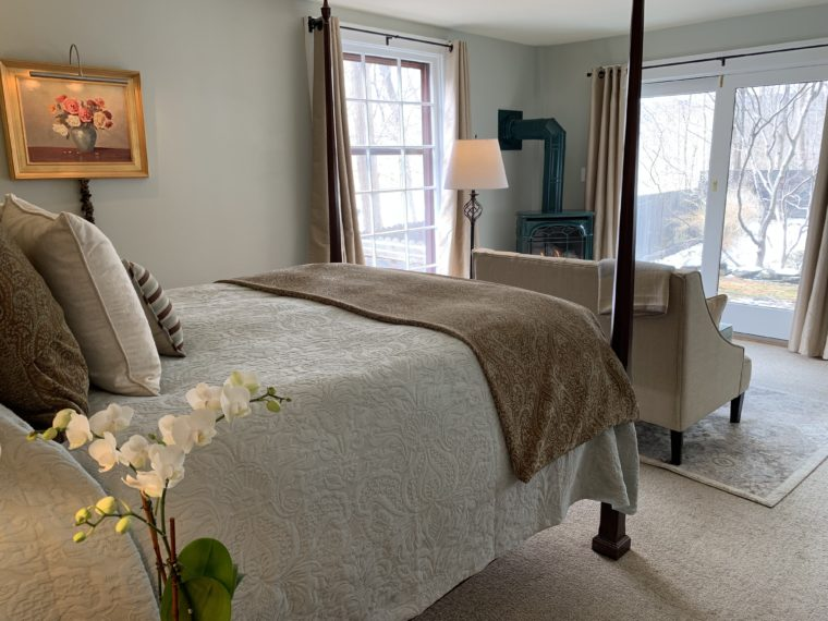 Hotchkiss Room 4-poster bed, loveseat, corner firepace
